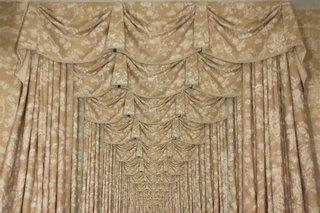 5.9 LAX Present Time-Curtains jpg 600x460 upscale q85