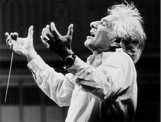LeonardBernstein-conducting