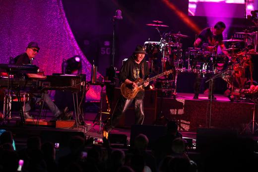June2019-520Size-Santana-solo-byRandallMichelsonPhotography